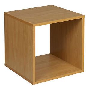 Trang trí nhà với kệ gỗ hình vuông