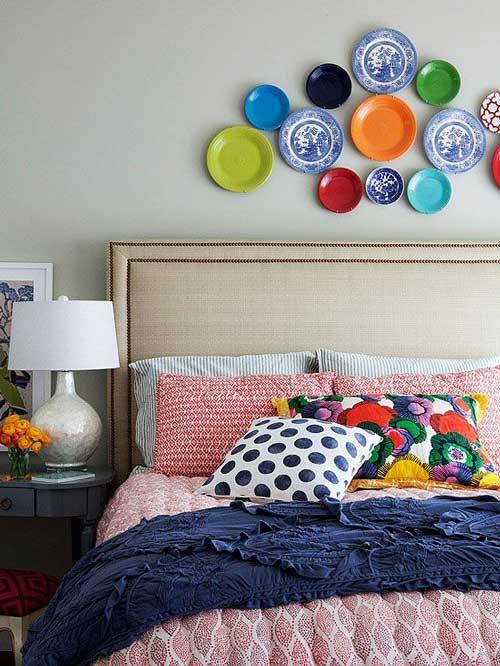 Trang trí tường phòng ngủ bằng những chiếc đĩa
