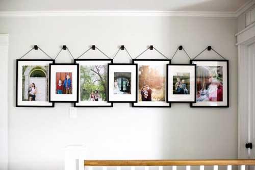 Bộ ảnh treo tường sẽ phủ các mảng tưởng trống trong phòng ngủ